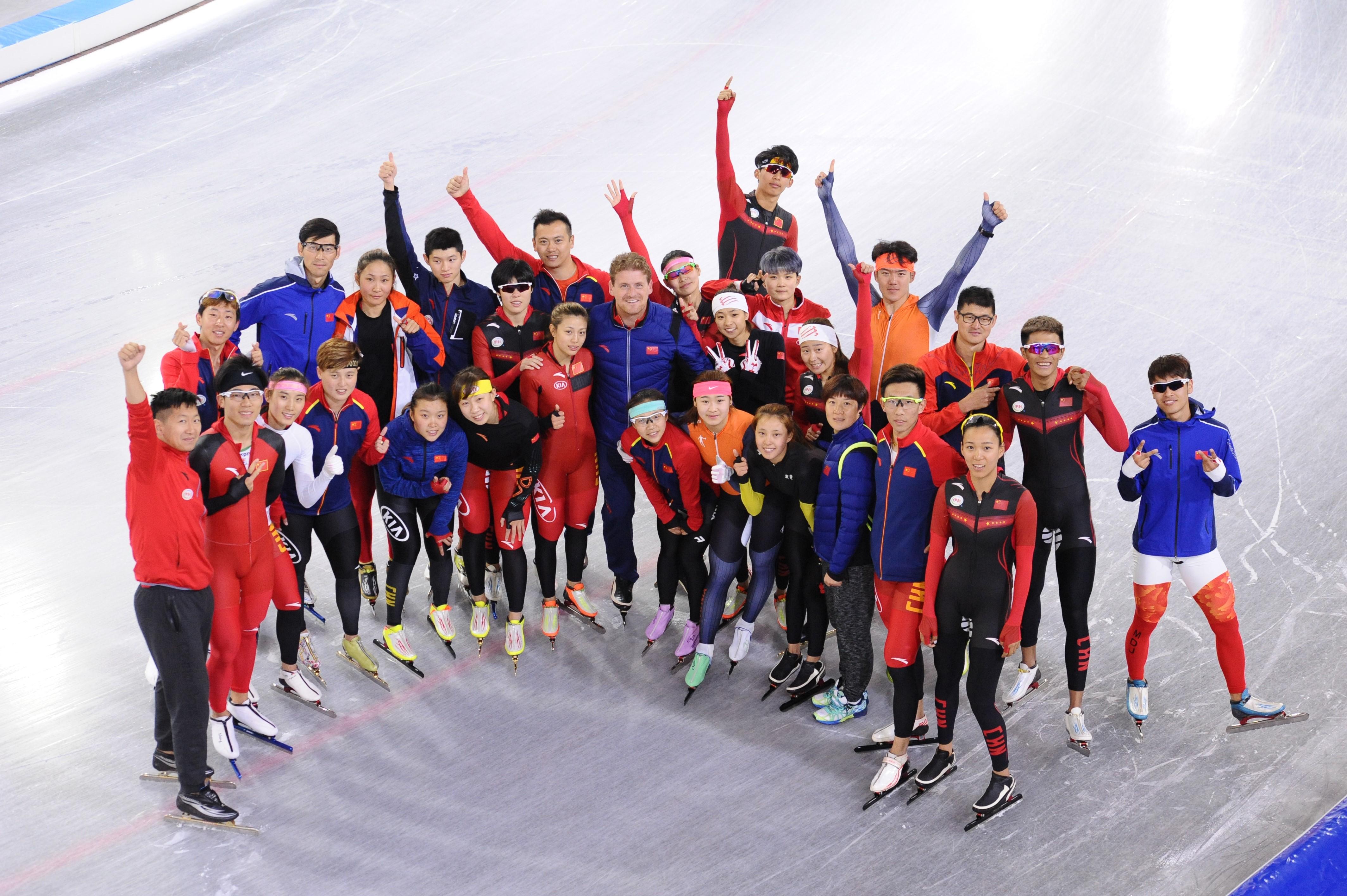 Peter Kolder met Chinese ploeg.jpg