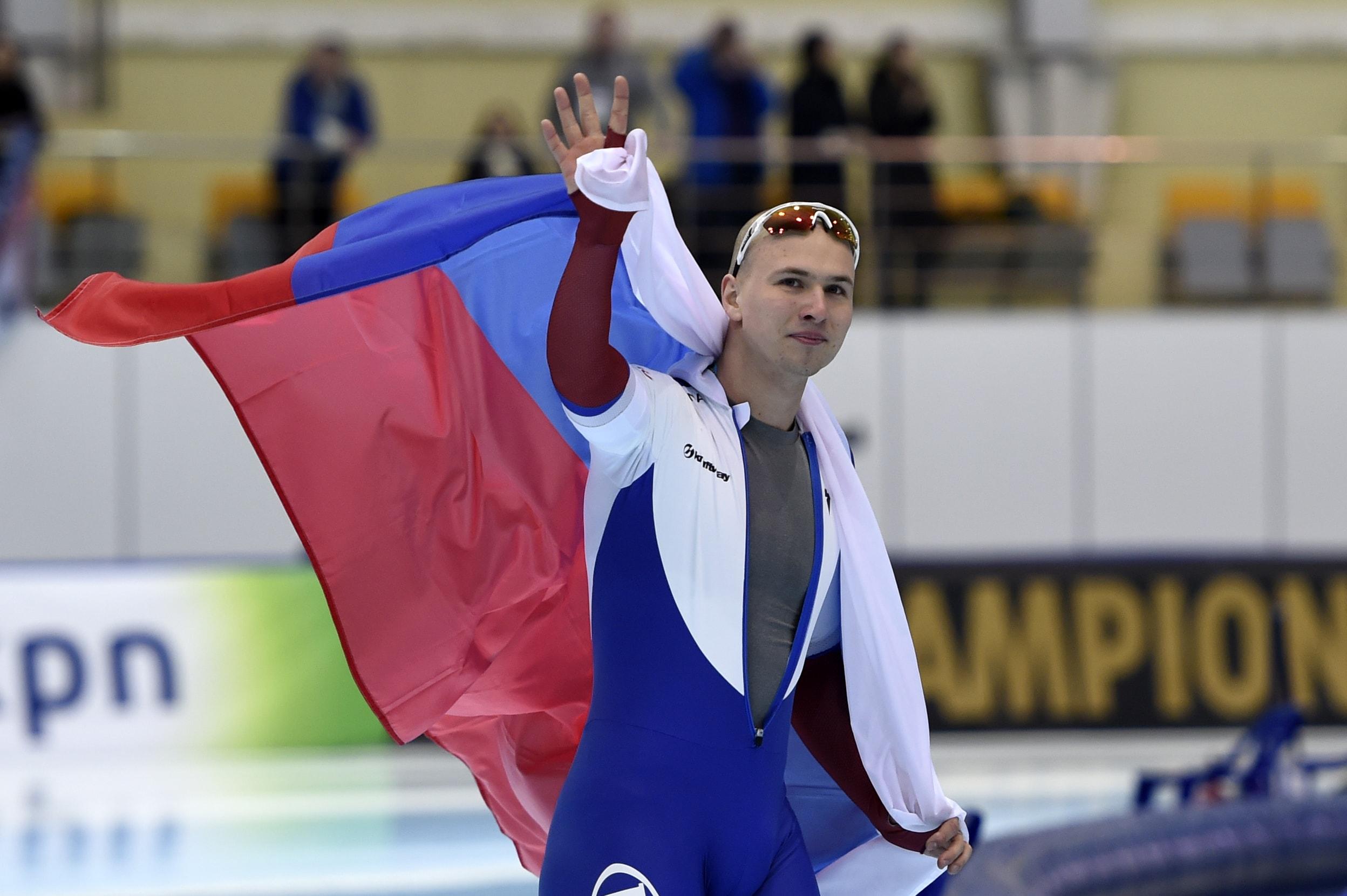 Pavel Kulizhnikov zwaait met Russische vlag
